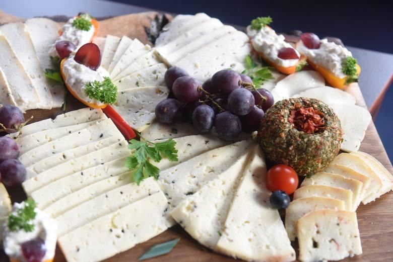 Lubuska kuchnia to istna mieszanka smaków. Swoją różnorodność zawdzięcza mieszkańcom, którzy swoje korzenie mają w różnych częściach Polski, a także