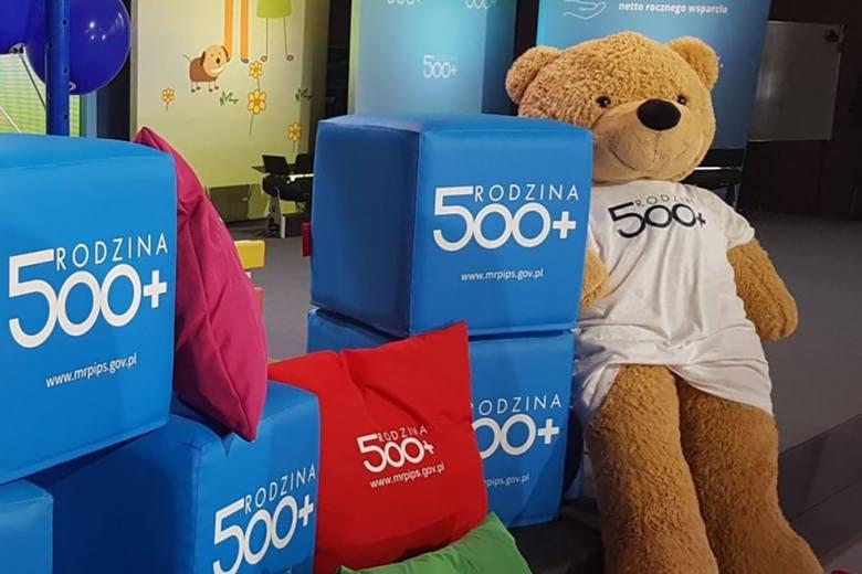Koniec programu 500 plus w dotychczasowej formie? Co trzeci Polak wybrałby świadczenie 500 plus w formie bonów zamiast pieniędzy.