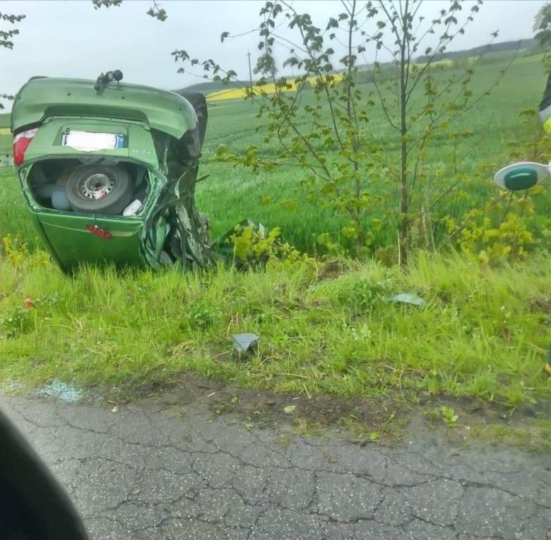 Wypadek w Wolentalu - auto osobowe wylądowało w rowie po zderzeniu z ciężarówką [18.05.2020]