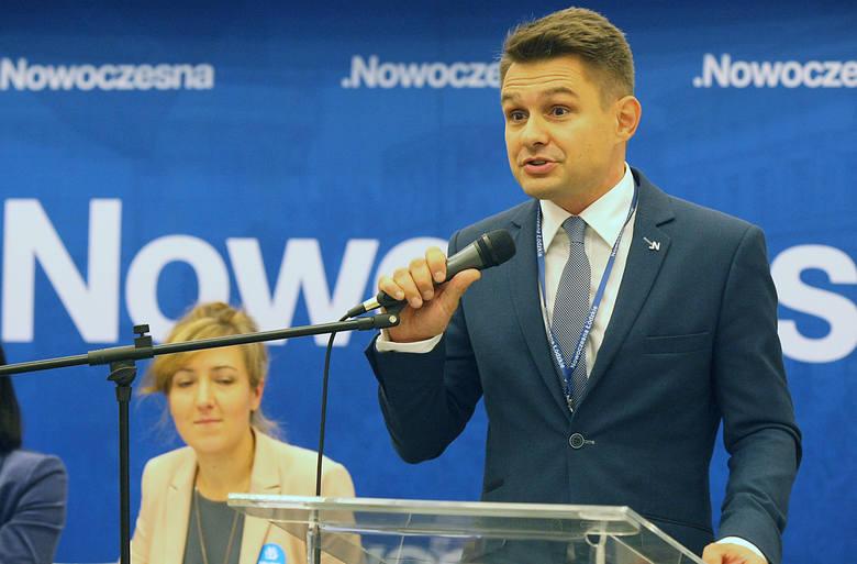Przewodniczący Radu Miejskiej Marcin Gołaszewski (KO) podejrzewa, że część uzasadnienia zarządzenia wojewody jest plagiatem i powiadomił prokuraturę.