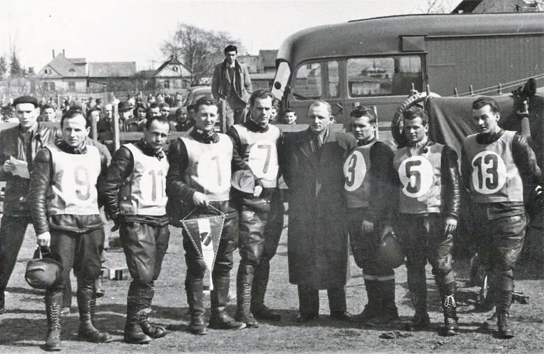 Przed meczem w Hradec Kralove (Czechosłowacja) w 1956 roku.