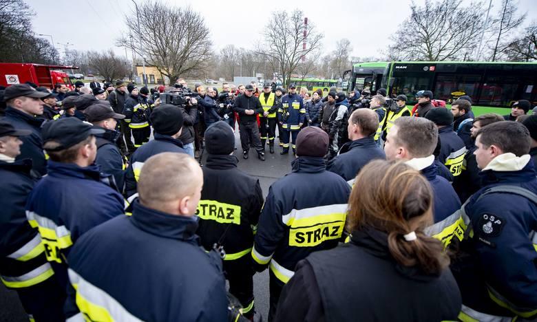 W niedzielę rano około 60-osobowa grupa mieszkańców Turku, strażacy ochotnicy z tej i okolicznych miejscowości – wszyscy wyruszyli do Poznania. Kontynuują