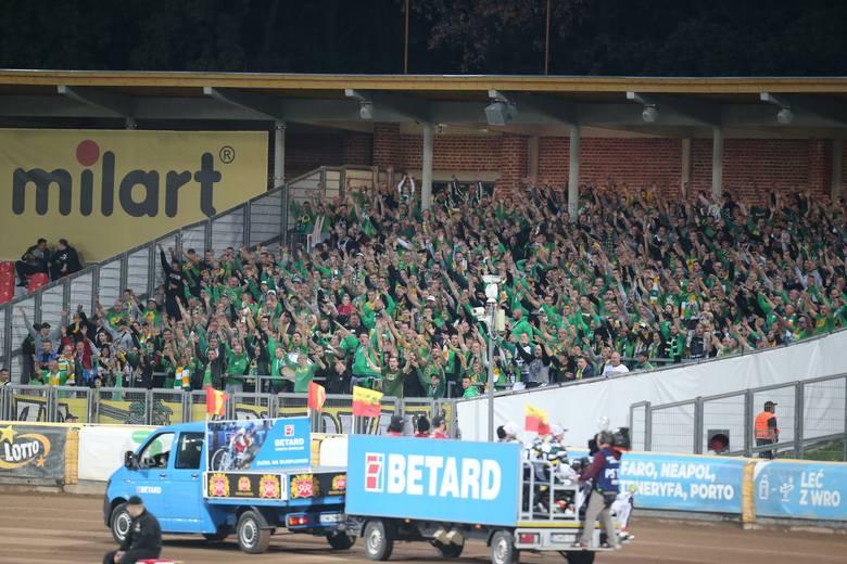 Żużlowcy Stelmetu Falubazu Zielona Góra wysoko przegrali (34:56) z Betardem Spartą Wrocław w półfinale ekstraligowego play off. W Zielonej Górze liczono
