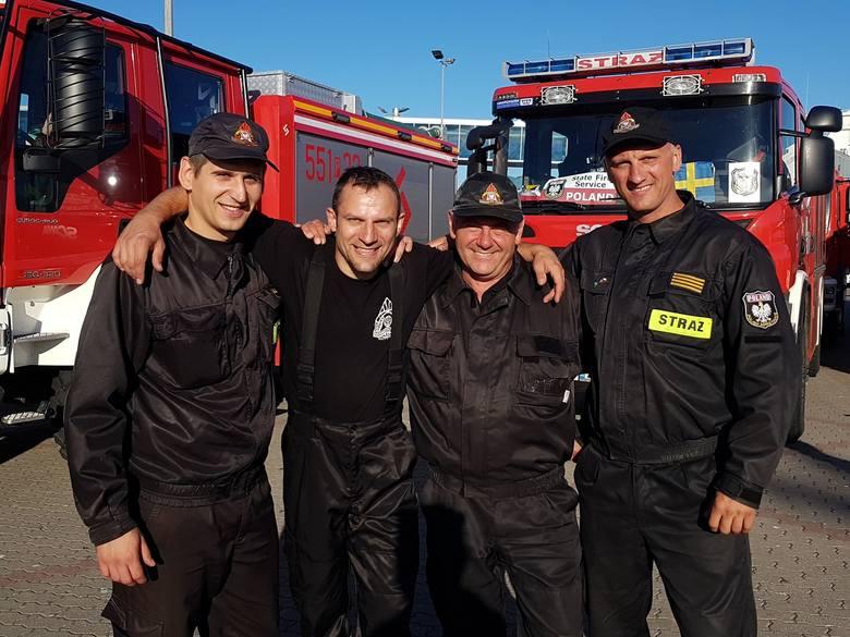 Strażacy wrócili ze Szwecji. W Świnoujściu powitał ich premier Polski Mateusz Morawiecki. Wczesnym rankiem do portu w Świnoujściu przybił prom z polskimi strażakami, którzy przez dwa tygodnie walczyli z pożarami trawiącymi lasy w środkowej Szwecji.<br /> <br /> <br /> <script...