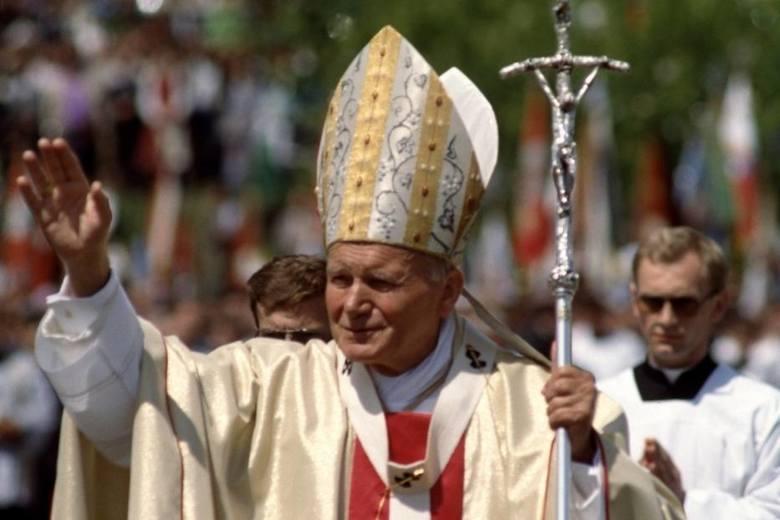 <strong>Na 100. urodzinach u Jana Pawła II w Wadowicach (rejon III, wycieczka dla uczniów SP nr 5)</strong><br /> Uczestnictwo dzieci ze Szkoły Podstawowej nr 5 w obchodach 100. rocznicy urodzin Jana Pawła II, który jest patronem szkoły.<br /> <strong>Kategoria projektu</strong><br /> Rejon III<br />...