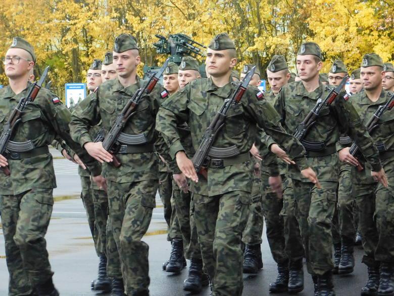W sobotę w Centrum Szkolenia Sił Powietrznych w Koszalinie odbyła się uroczysta przysięga żołnierzy służby przygotowawczej. Zobaczcie nowe zdjęcia!