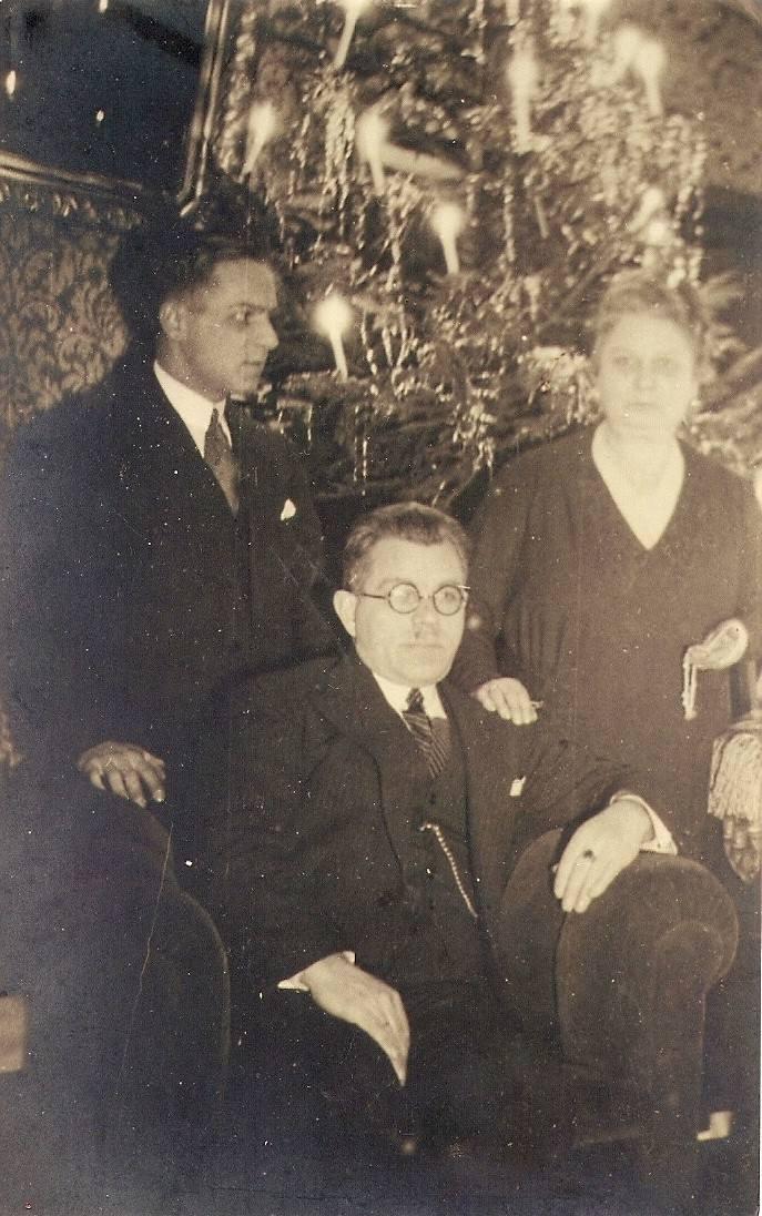 Bydgoszczanin Brunon Gonsierowski (w drugim rzędzie od góry, piąty od lewej) podczas Wigilii w 4. Pułku Lotniczym w Toruniu - 1931 rok.