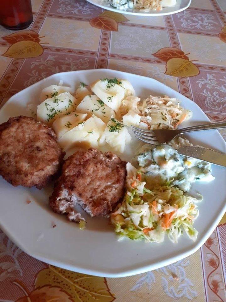 """Od Internauty:  Bar """"Jak u babci"""" Karwia - dwa obiady, zupa ,dwa kompoty 49-51 zl, w zależności od zestawu."""