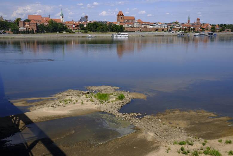 Zaledwie 133 cm wynosi stan wody w toruńskiej Wiśle. Do rekordu wyschnięcia koryta rzeki jednak jeszcze daleko