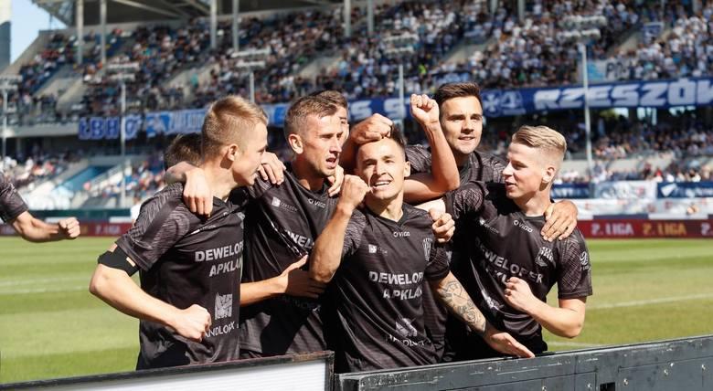 Po serii meczów bez wygranych 2-ligowi piłkarze Apklan Resovii będą chcieli się wreszcie przełamać w środowym pojedynku z Garbarnią Kraków. Tym razem