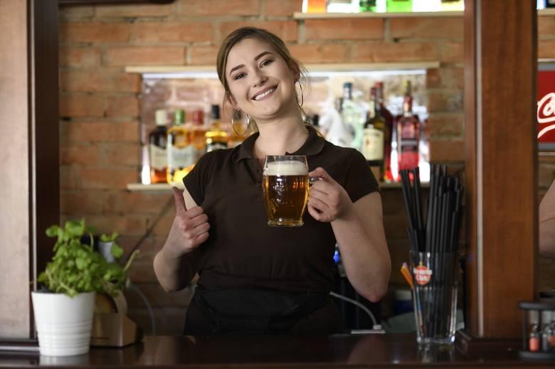 Patrycja Matera z restauracji Czeska zaprasza nie tylko na  apetyczne dania główne, ale również na czeskie piwo
