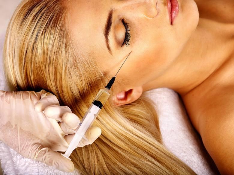 Zabiegi medycyny estetycznej wciąż wykorzystują zastrzyki z botoksu, które powodują czasowy paraliż mięśni twarzy, blokując w ten sposób powstawanie