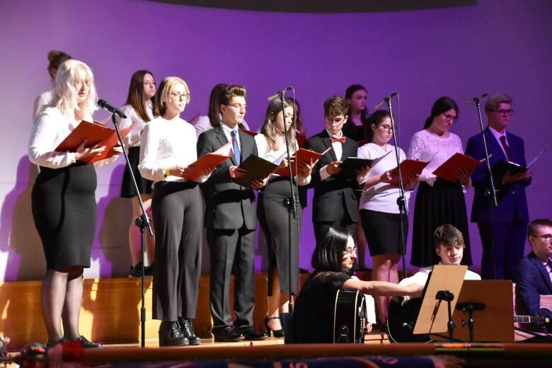 Nadanie szkole (ZSiPKZ) imienia Zesłańców Sybiru oraz poświęcenie sztandaru - Filharmonia Zielonogórska - 21 września 2021