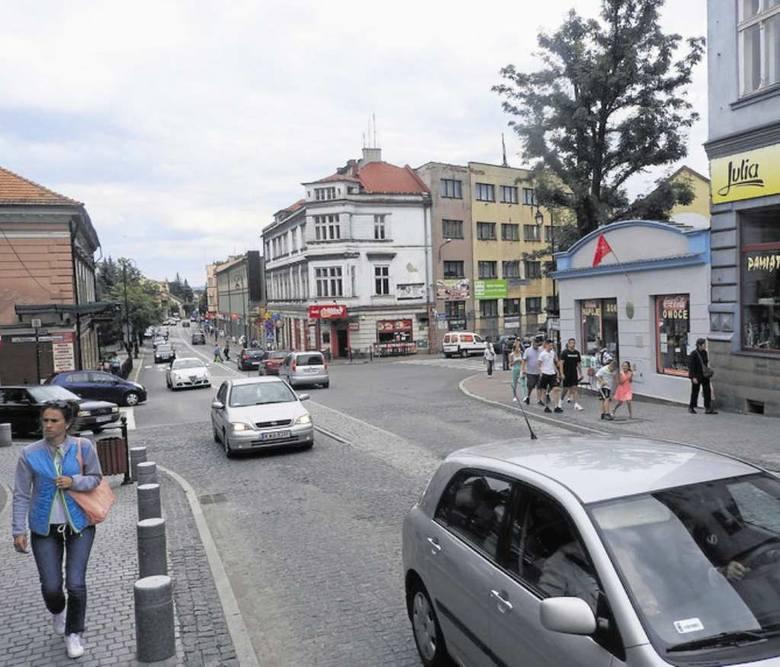 """Ulica Lwowska, dziś pełna samochodów, miała się zamienić w """"nibydeptak"""""""
