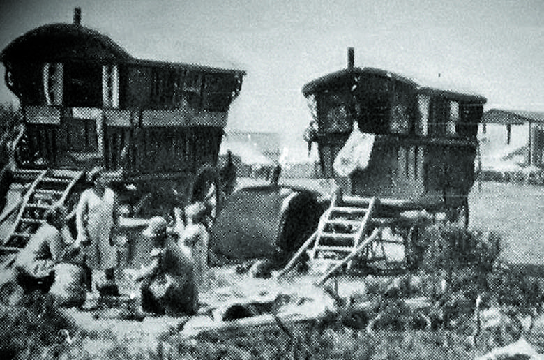 Takie tabory można było spotkać w Polsce do połowy lat 60. XX wieku. Potem władza za pomocą przepisów skutecznie to utrudniła.