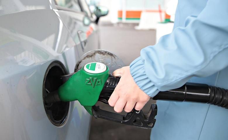 Obecne ceny paliw spadają powoli, za to po nowym roku bardzo prawdopodobny jest ich wzrost
