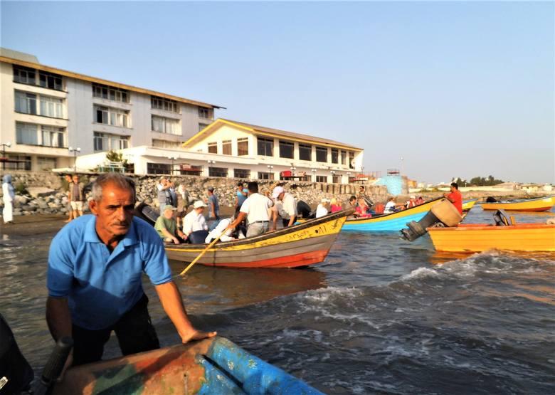 W Anzali na tzw. lagunę najłatwiej dostać się motorówką