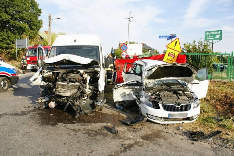 Rutki-Kossaki. Śmiertelny wypadek. Volkswagen crafter uderzył w skodę octavię (zdjęcia)