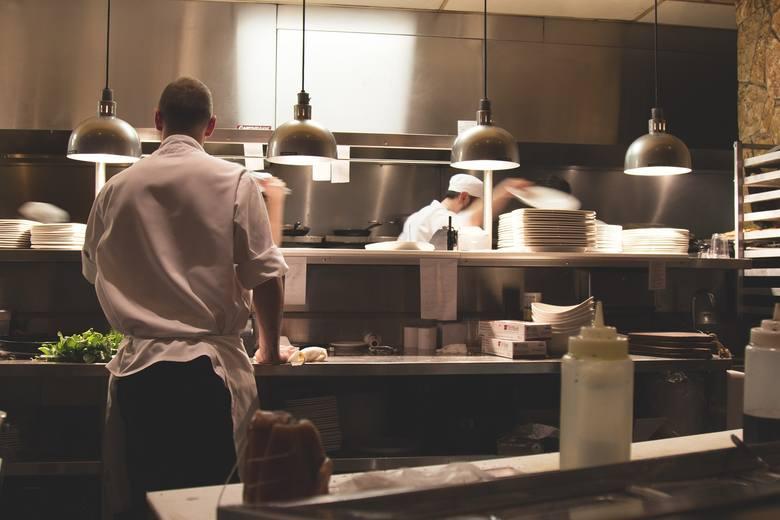 Szefowie kuchni zdradzają, których dań w restauracjach nigdy nie zamawiają i których lepiej unikać. Dlaczego? I jakie to dania? Sprawdź!Aby przejść do