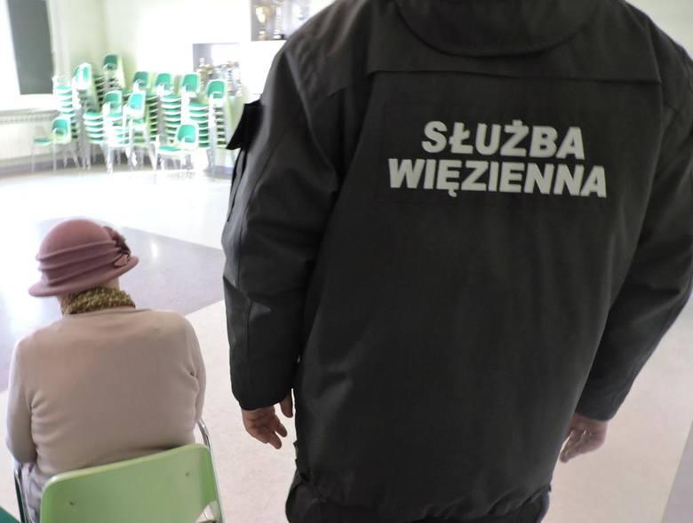 Zakład Karny w Łowiczu. Matka próbowała przemycić w ustach narkotyki dla syna [ZDJĘCIA]