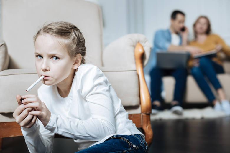 Twoje dziecko ma nadwagę, jest niesamodzielne lub nadużywa smartfona? To twoja wina - weź się za siebie