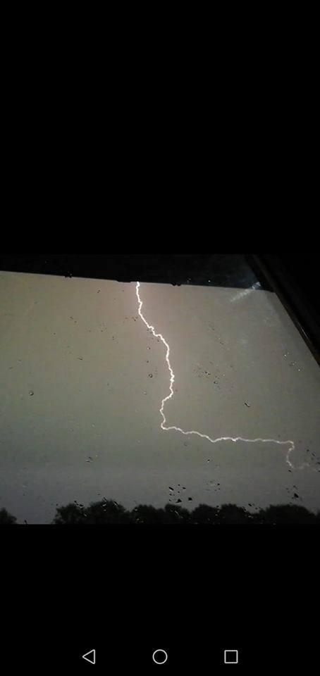 Nad Koszalinem i regionem przeszła burza. Po godz. 20 w Koszalinie lunął deszcz, któremu towarzyszyły pioruny. Nasi Internauci podzielili się zdjęciami,