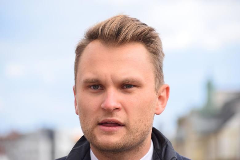Prawnicy poradzą każdemu kto się zgłosi jak uzyskać pomoc z rządowej tarczy (tej pierwszej jak i tej drugiej), czyli jakie trzeba spełnić warunki, jak wypełnić wnioski itd. Będziemy starali się wszystko państwu dokładnie wyjaśnić - mówi poseł PO Krzysztof Truskolaski.