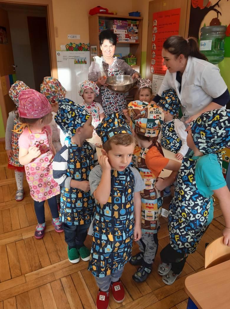 ŁAGÓW. Wielkie pierniczenie w przedszkolu! Maluchy wykonały około 500 sztuk pierniczków. Ozdobione ciasteczka trafią na kiermasz