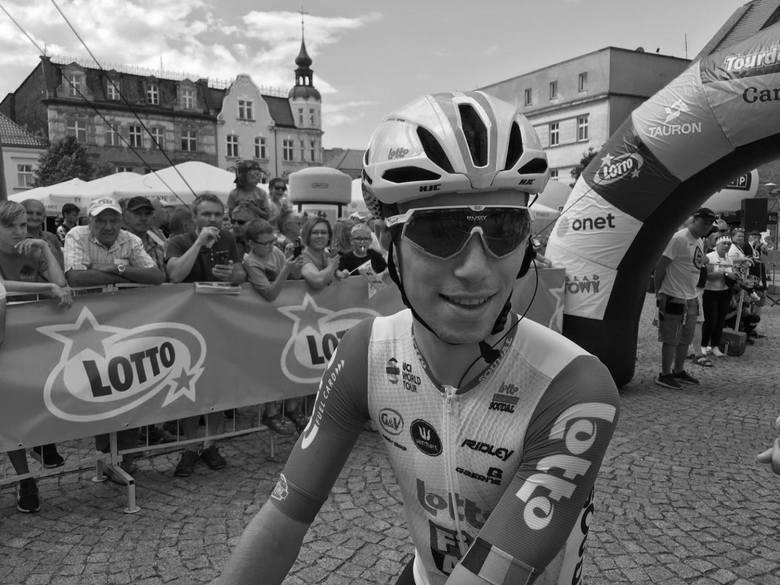 Śmiertelny wypadek na Tour de Pologne 2019. Bjorg Lambrecht zginął. Uderzył w betonowy przepust w Bełku. TDP 2019 jedzie