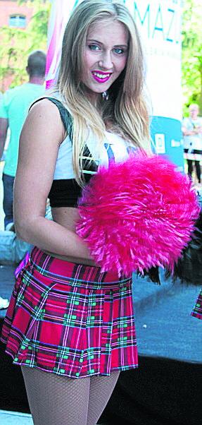 Ełk. Brama Mazur otwarta [GALERIA]W czasie otwarcia Bramy Mazur klientów witały również cheerleaderki z kolorowymi pomponami. Panowie chętnie robili
