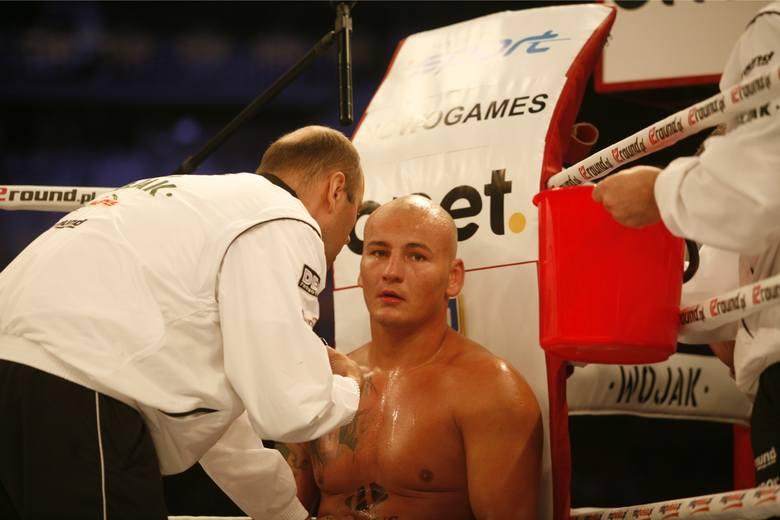 Szpilka nie wyglądał źle w walce z Wilderem. Polak znalazł się na tej liście za sposób w jaki walka się skończyła. Wilder brutalnie znokautował Szpilkę,