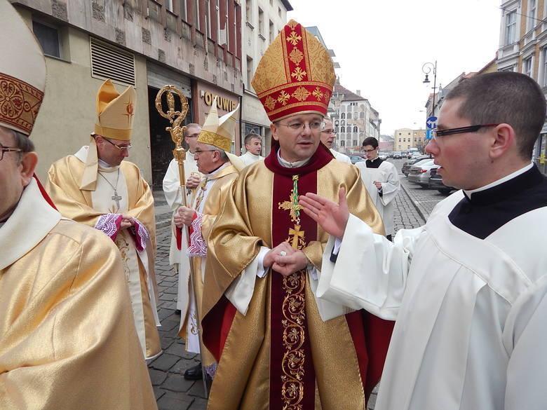 Okres wakacyjny to czas tradycyjnych dorocznych zmian w parafiach. Nie inaczej jest w przypadku diecezji zielonogórsko-gorzowskiej. Kuria właśnie opublikowała