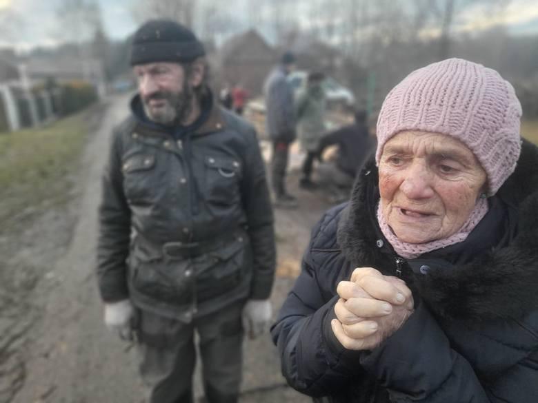 Pani Teresa i Pan Zbyszek w pożarze domu stracili wszystko. Jedno z nich mieszka u rodziny, drugie u sąsiada