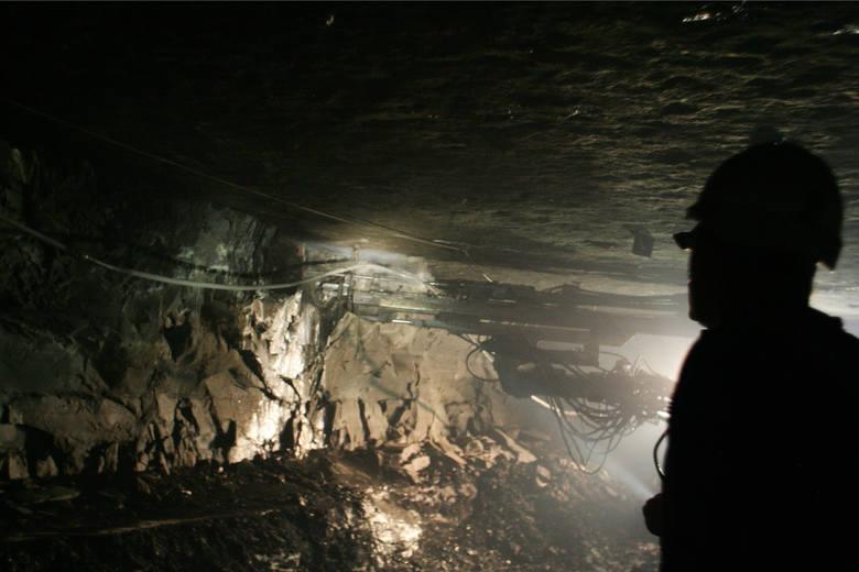Nie ulega wątpliwości, że warunki pracy osób zatrudnionych w pod ziemią są wyjątkowo ciężkie. Jednak pracownicy górnictwa otrzymują liczne przywieje,