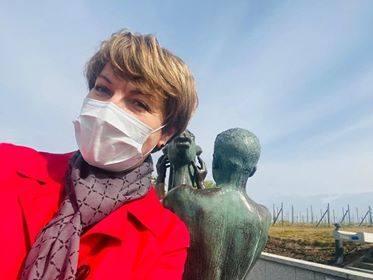 Elżbieta Polak, marszałek lubuski: Są też plusy - chodzę legalnie do pracy na piechotę, widzę każdego dnia, jak rodzi się nowe życie, pierwsze pąki na
