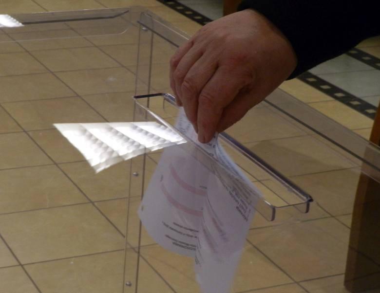 Wybory samorządowe 2018 Ostrołęka: wyniki ze wszystkich lokali wyborczych. Gdzie kandydaci na prezydenta zdobyli najwięcej głosów?