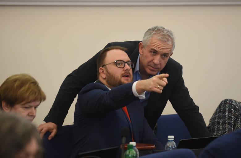 Koalicja Obywatelska cofa rekomendację dla wiceprezydenta Torunia Andrzeja Rakowicza. Na tym stanowisku miałby go zastąpić radny Paweł Gulewski. Dotarliśmy