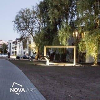 Pusta rama na osiedlu Nowa Art wykonana przez Roberta Tomaka