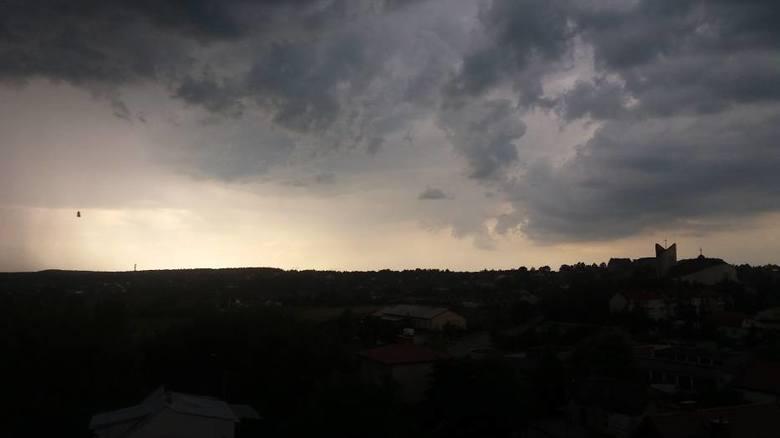Burza z gradem, gdzie będzie grad, jak uchronić się przed gradobiciem, skutki gradobicia, gdzie jest burza, mapa burz i gradobić w Polsce.