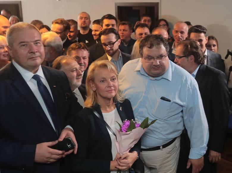 WYBORY - Szczecin: Relacja ze sztabu Prawa i Sprawiedliwości. WYNIKI exit poll [ZDJĘCIA]