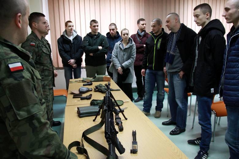 Patryk Bogusław służy w Legii Akademickiej od listopada ub. r. Ma nadzieje, że obycie z bronią pomogą mu w dostaniu się do Obrony Terytorialnej