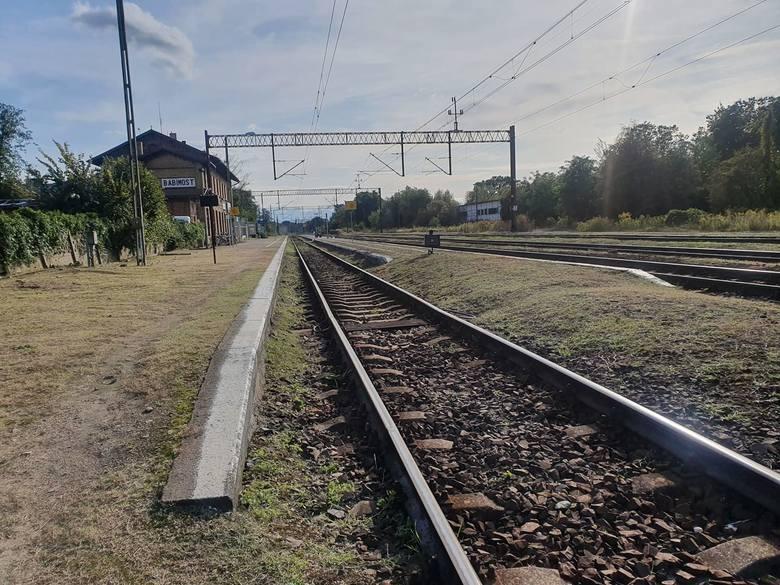 Podróż Z Zielonej Góry i innych lubuskich miejscowości jest teraz utrudniona z powodu remontów torów na trasie Czerwieńsk - Zbąszynek oraz Poznań - Warszawa.