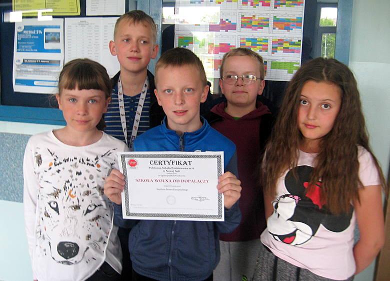 Uczniowie z SP 6 ciężko pracowali na certyfikat dla swojej szkoły. Musieli wykonać dziewięć bardzo zróżnicowanych zadań: od inscenizowania scenek po