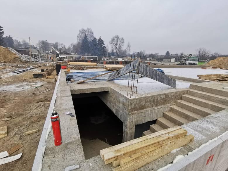Tak dziś wygląda budowa kompleksu basenów w czeladzkim Parku Grabek.Zobacz kolejne zdjęcia. Przesuwaj zdjęcia w prawo - naciśnij strzałkę lub przycisk