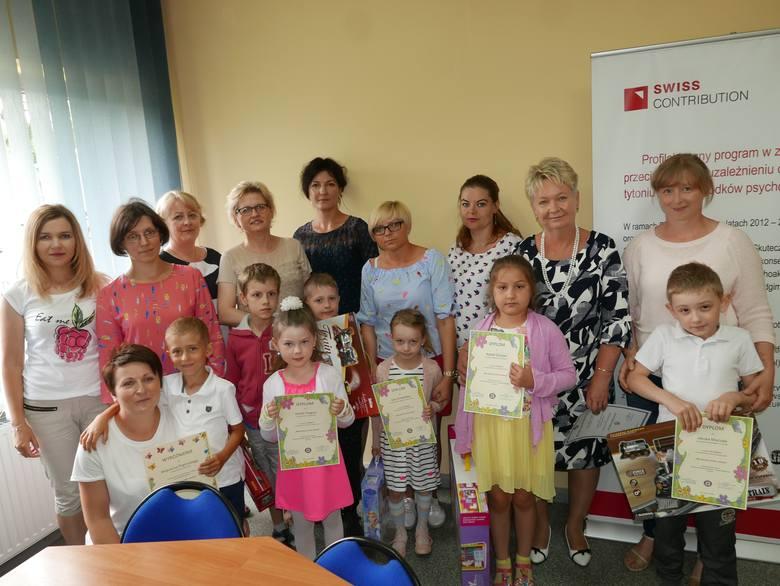 Na zorganizowany przez Powiatową Stację Sanitarno - Epidemiologiczną w Żninie konkurs wpłynęło 40 prac z czterech przedszkoli i 5 szkół podstawowych.