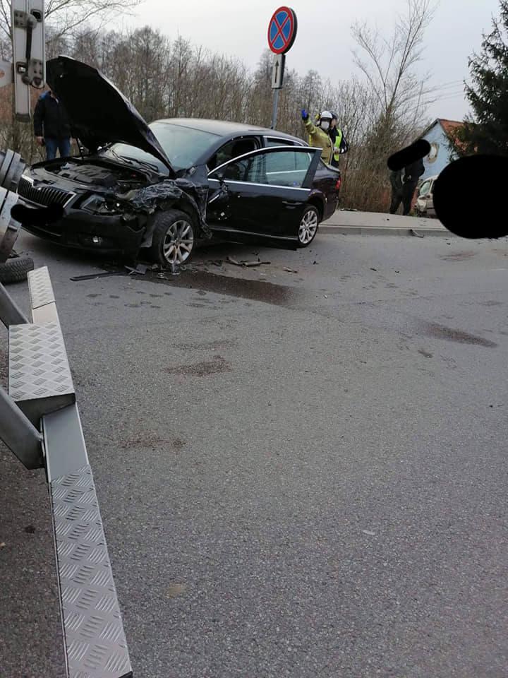 Rydzewo. Wypadek na drodze Mazurskiej do Jagodnej Wielkiej. Citroen zderzył się ze skodą [ZDJĘCIA]