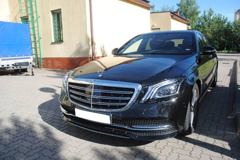 Funkcjonariusze z Podlaskiego Oddziału Straży Granicznej odzyskali skradziony we Francji samochód marki Mercedes Benz Classe S. Wartość luksusowego auta