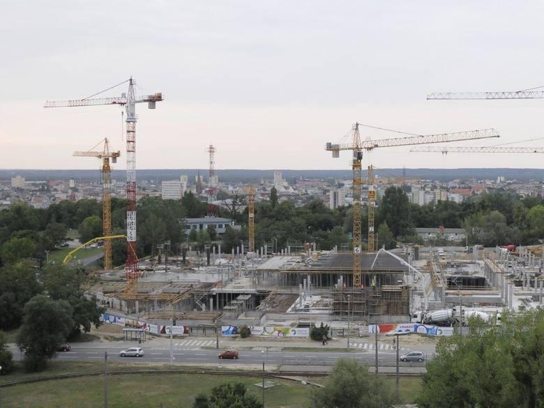 Budowa kompleksu o powierzchni 115 tys. m. kw. ma zakończyć się w październiku 2015 roku