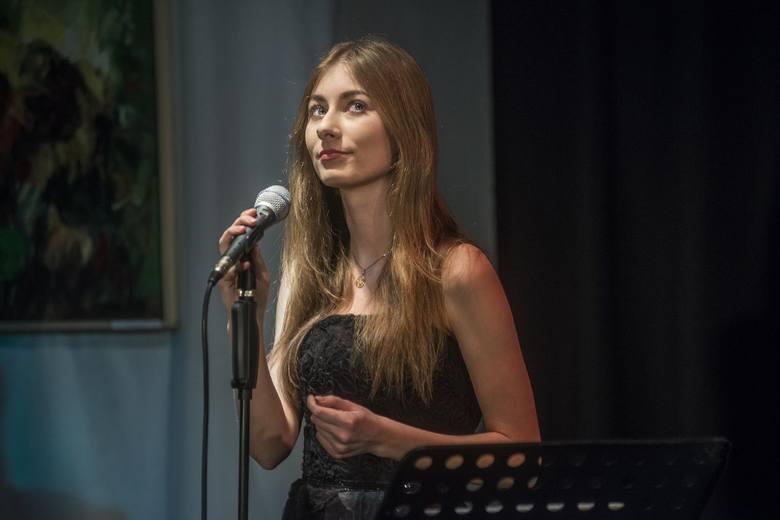Udany koncert jazzowy w Łaźni - wystąpiła grupa Trio Jazz & Love z wokaloistką, Klaudią Kowalik