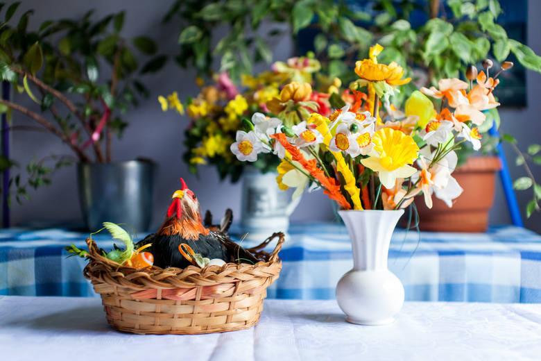 Wielkanocne śniadanie w rodzinnym gronie. Co powinno pojawić się na stole? Sprawdź!